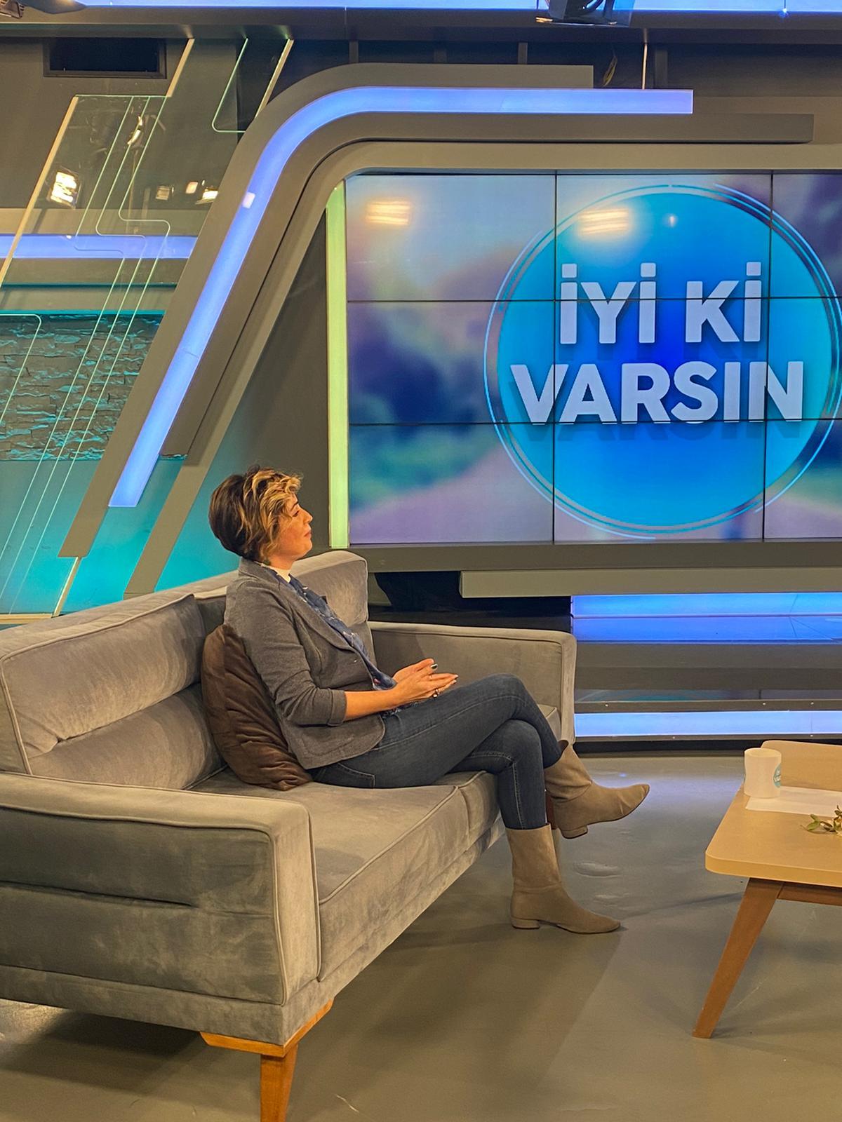 Ayfer ÖZDEMİR, 26.12.2020 günü Beyaz TV İyi ki varsın programı çekimlerinden